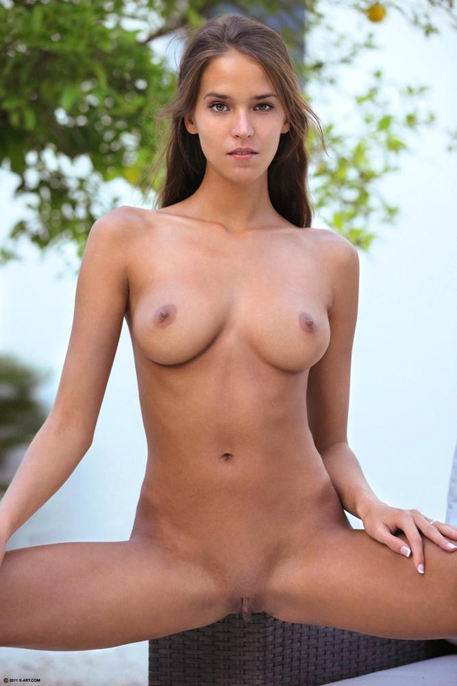 Čudovita gola Paulina prikazuje muco gole slike-2012