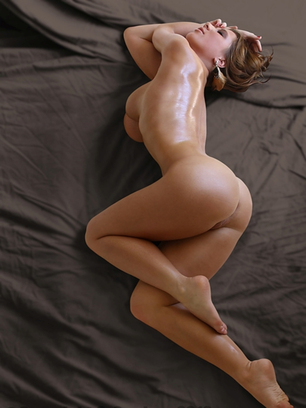 Sexy babe oiled body | Nude Girls Picture
